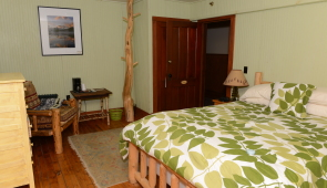 Room #203 The Treehouse (Balcony) $185