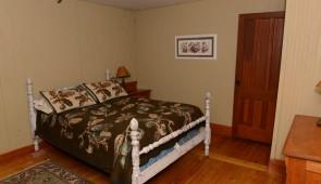 Room #205 Raquette $140